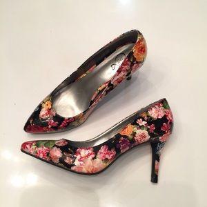 143 GIRL OWANDA flowers heel
